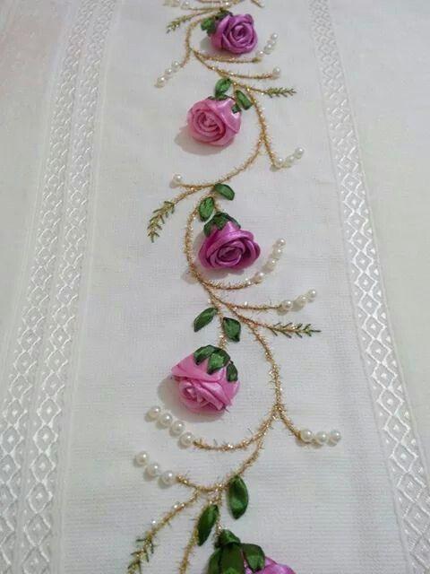 Como fazer rosas de tecido cetim ou fita cantinho do video - Manteles bordados ...