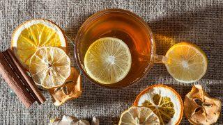 Chá da casca do limão controla ansiedade, previne câncer e reduz gordura no fígado